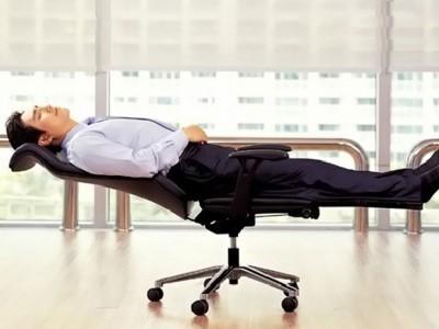 Beneficiile unui scaun confortabil de birou